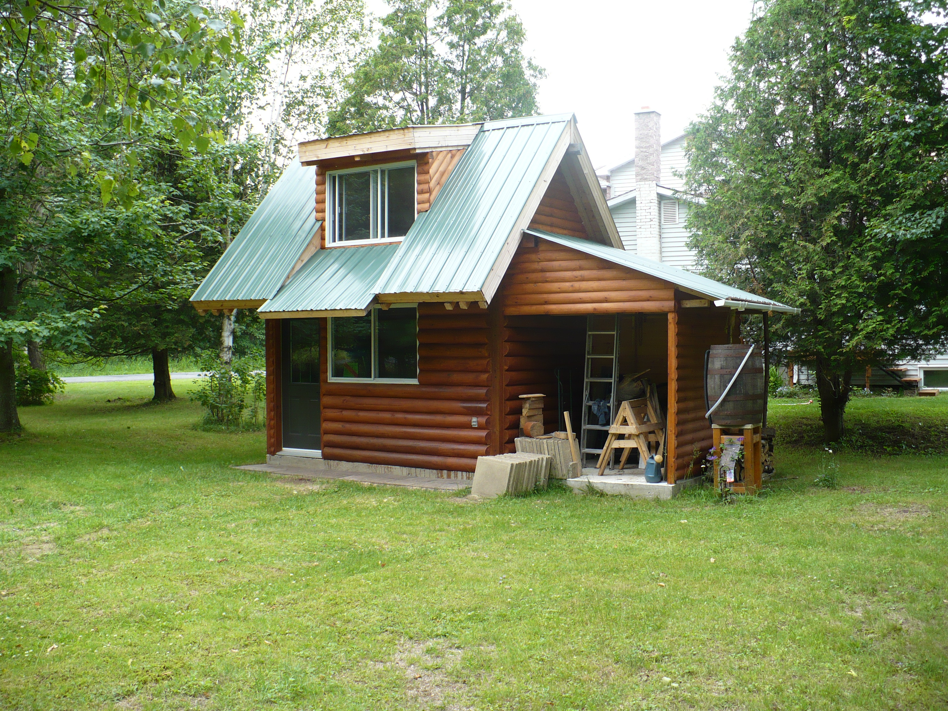 Construction d 39 un chalet en bois rond for Cabanon en bois